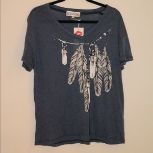 Brand new !! WILDFOX TEE!! NWT w feather design